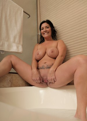 Nude Mature Wet Pics