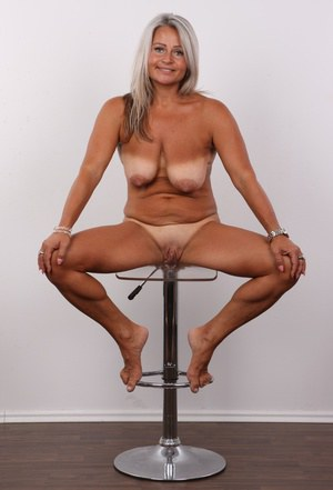 Nude Mature Women Spreading, Mature Ladies, Naked Old Women