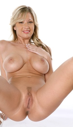 Nude Mature Pussy Pics