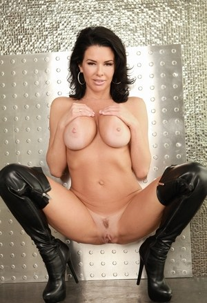 Nude Mature Boots Pics