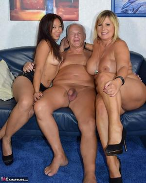 Nude Mature Party Pics