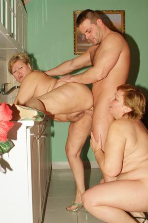 Nude Mature Group Pics